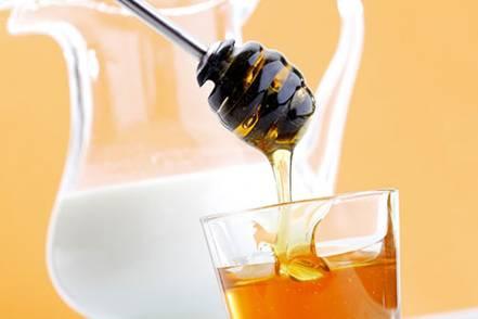 3 cách làm đẹp da với mật ong và sữa tươi hiệu quả tại nhà